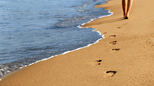 alone-beach-walls-833540